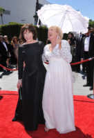 Kathryn Joosten, Lily Tomlin - Los Angeles - 21-08-2010 - Creative Arts Emmy Awards: The Pacific fa incetta di premi