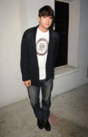 Ashton Kutcher - Los Angeles - 23-08-2010 - Continua la battaglia tra Star e Ashton Kutcher