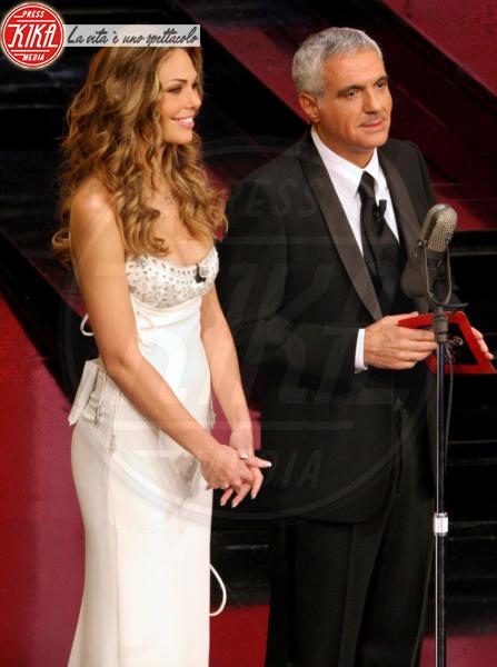Ilary Blasi, Giorgio Panariello - Sanremo - 28-02-2006 - Le vallette degli ultimi anni al Festival di Sanremo