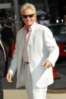 Michael Douglas - New York - 31-08-2010 - Michael Douglas ha cominciato la sua battaglia contro il cancro