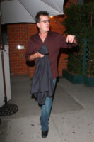 Charlie Sheen - West Hollywood - 07-09-2010 - Charlie Sheen e' pulito e da' lezioni agli universitari