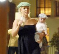 Sean, Kevin Federline, Britney Spears - Hawaii - 02-03-2006 - HOLLYWOOD: Spears e Federline interrogati su incidente figlio