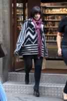 Lily Allen - Londra - 18-09-2010 - È arrivato l'autunno: tempo di tirar fuori il poncho!