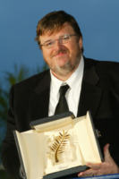 Michael Moore - 22-05-2004 - Michael Moore premiato col premio Steinbeck: 'Siamo di fronte a un nuovo Furore'
