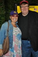 Rosanne Bar, Michael Moore - Beverly Hills - 15-09-2009 - Michael Moore premiato col premio Steinbeck: 'Siamo di fronte a un nuovo Furore'