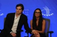 Demi Moore, Ashton Kutcher - New York - 23-09-2010 - Demi Moore e Ashton Kutcher mano nella mano per Clinton tra voci di crisi