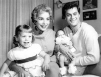 Kelley Curtis, Tony Curtis, Janet Leigh, Jamie Lee Curtis - 15-07-1959 - Jamie Lee Curtis ricorda suo padre