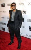 Usher - New York - 30-09-2010 - Usher copia Homer Simpson