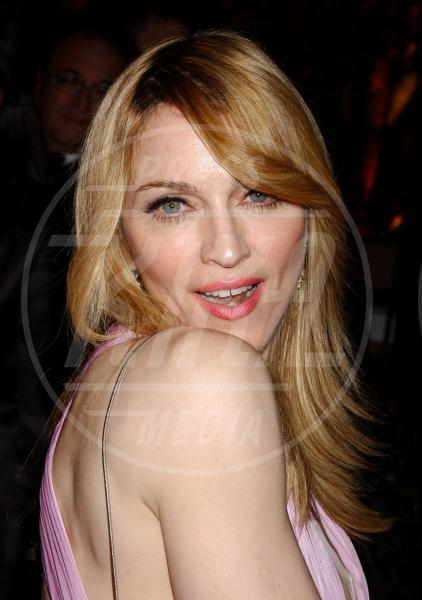 Madonna - Hollywood - 05-03-2006 - MADONNA: UNA TOILETTE NUOVA IN OGNI ALBERGO