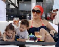 Max, EMME, Jennifer Lopez - Los Angeles - 25-03-2010 - Jennifer Lopez posa coi figli per la nuova campagna di Gucci