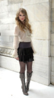 Taylor Swift - Milano - 27-09-2010 - Si scrive street-style chic, si legge… Taylor Swift!