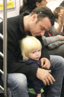 Samuel Schreiber, Liev Schreiber - New York - 08-10-2010 - Lourdes Leon: la metro di New York ha la sua diva