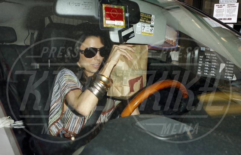 Eva Longoria - Los Angeles - 11-10-2010 - Star come noi: Selena Gomez, anche i famosi mangiano in auto
