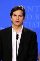Ashton Kutcher - New York - 23-09-2010 - Garry Marshall dirigera' DeNiro e Michelle Pfeiffer in New Year's Eve