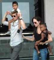 Angelina Jolie, Brad Pitt - Budapest - 05-04-2010 - Angelina Jolie visita i luoghi di nascita del figlio Pax con la famiglia