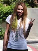 Miley Cyrus - Beverly Hills - 10-10-2010 - Miley Cyrus sara' una detective al college