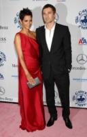 Olivier Martinez, Halle Berry - Beverly Hills - 23-10-2010 - Halle Berry e Olivier Martinez forse fidanzati