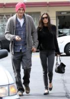 Demi Moore, Ashton Kutcher - Beverly Hills - 24-10-2010 - Ashton Kutcher e Demi Moore cercano di rappacificarsi nella villa di Bruce Willis