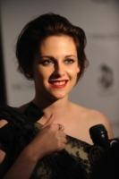 Kristen Stewart - New York - 18-10-2010 - Kristen Stewart deve scegliere il vestito da sposa di Bella