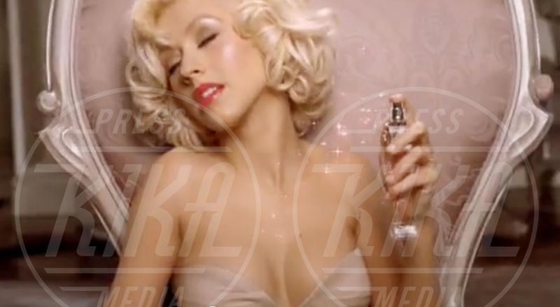 Christina Aguilera - Los Angeles - 31-10-2010 - Profumo di star: Katy Perry comanda la fila