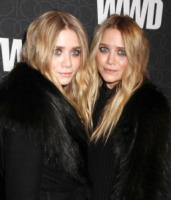 Mary-Kate Olsen, Ashley Olsen - New York - 02-11-2010 - Le gemelle Olsen stufe dell'attenzione dei paparazzi