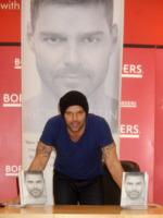 """Ricky Martin - New York - 03-11-2010 - Ricky Martin rivela nella biografia Me: """"Nel 1990 ho avuto una relazione con Ryan Seacrest"""""""