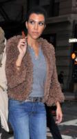Kourtney Kardashian - Manhattan - 05-11-2010 - Kourtney Kardashian porta il figlio in ospedale per reazione allergica