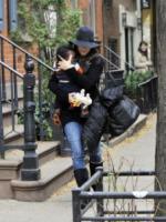 Louis, Sandra Bullock - New York - 06-11-2010 - Il figlio di Sandra Bullock ha gia' Ipad e Iphone