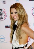 Miley Cyrus - Madrid - 07-11-2010 - Miley Cyrus vuole riunire la famiglia per i suoi diciotto anni