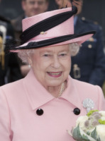 Regina Elisabetta II - 10-06-2010 - Online il profilo Facebook della Regina Elisabetta II