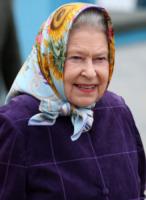 Regina Elisabetta II - 02-08-2010 - Online il profilo Facebook della Regina Elisabetta II