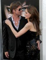 Angelina Jolie, Brad Pitt - Los Angeles - 19-07-2010 - Angelina Jolie taglia parte delle riprese in Bosnia