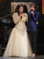 Sissy Spacek, Loretta Lynn - Nashville - 10-11-2010 - La cantante country Loretta Lynn ricoverata con una polmonite