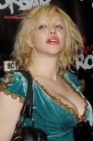Courtney Love - Hollywood - 30-06-2005 - Ecco la nuova tendenza: rifarsi e pentirsi!