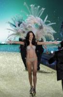Adriana Lima - New York - 10-11-2010 - Victoria's Secret: più belli gli Angeli o... i reggiseni?