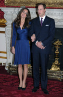Principe William, Kate Middleton - 16-11-2010 - Chi lo indossa meglio: Kate Middleton o Mary di Danimarca?