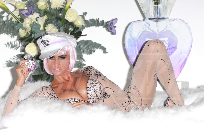 Katie Price - Londra - 17-11-2010 - Profumo di star: Katy Perry comanda la fila