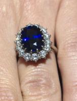Kate Middleton - 16-11-2010 - Emily Ratajkowski mostra l'enorme anello di fidanzamento
