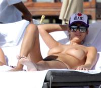 Aida Yespica - Miami - 21-11-2010 - Zoe Kravitz: lo vedete bene il seno?