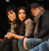 Kim Kardashian - Los Angeles - 21-11-2010 - Kim Kardashian e' morta, ma solo per beneficenza