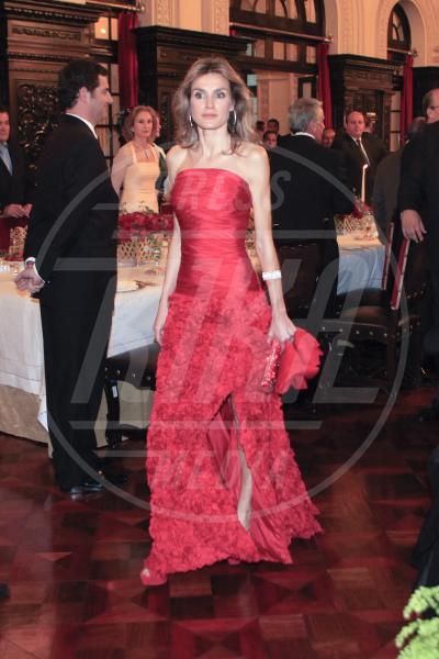 Letizia Ortiz - Lima - 23-11-2010 - Letizia, Rania, Mathilde, Charlene, Maxima: regine di stile