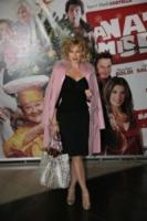 Nancy Brilli - Roma - L'inverno è più romantico con il cappotto rosa!