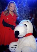 Snoopy, Mariah Carey - New York - 19-11-2010 - Mariah Carey ha le voglie di frutta