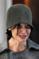 Katie Holmes - 25-02-2009 - Star come noi: anche i ricchi piangono