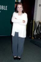 Elizabeth Edwards - Los Angeles - 07-12-2010 - Elizabeth Edwards non nomina il marito John nel testamento