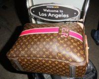 Emma Roberts - Los Angeles - 08-12-2010 - Questa bottiglia è di Nina Dobrev: c'è scritto sopra!