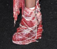 Lady Gaga - Londra - 09-12-2010 - Vestiti scomodi e dove trovarli: seguite Kim Kardashian!