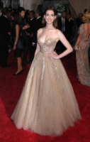 Anne Hathaway - New York - 03-05-2010 - Anne Hathaway, una diva dal fascino… Interstellare!