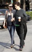 Miranda Kerr, Orlando Bloom - Beverly Hills - 12-12-2010 - Miranda Kerr rivela la nascita del figlio e pubblica una foto