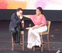 Oprah Winfrey, Bono - Sydney - 14-12-2010 - Romanticismo: la chiave per entrare nel cuore delle donne